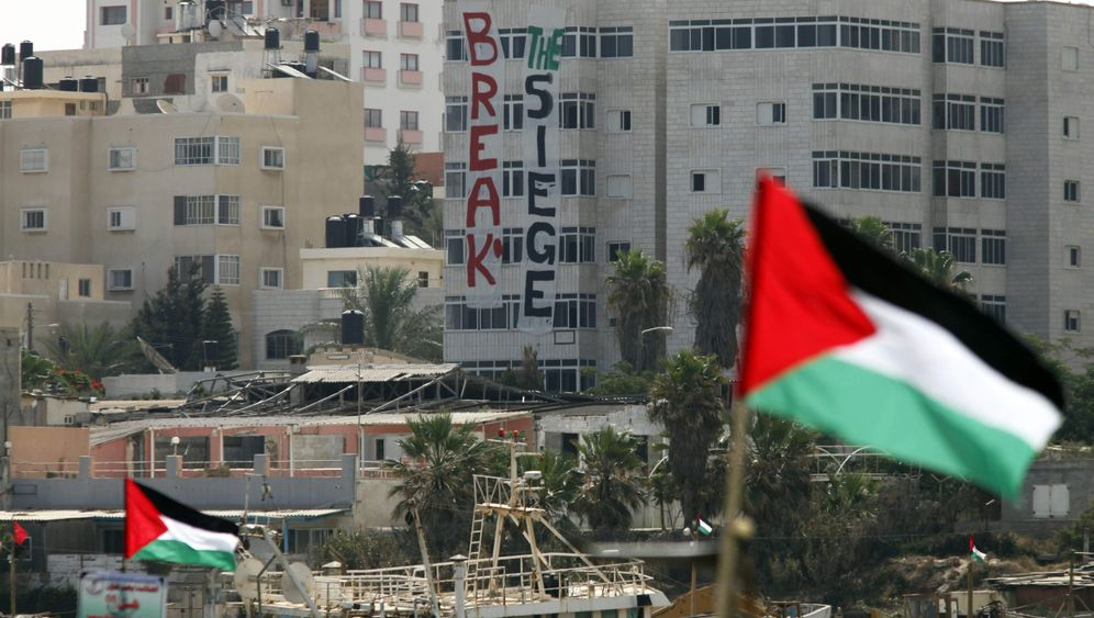 Picture of buildings of Gaza with large Palestinian flags