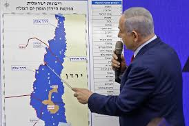 Israeli PM Netanyahu points to map of Palestine and Israel